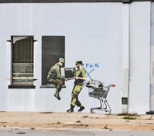 looters-1.jpg